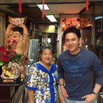 ฟลุ๊ค เกริกพล ถ่ายรูปคู่กับเจ้าของ ภัตตาคารอาหารจีน - Movie star in Lim Kwong meng restaurant